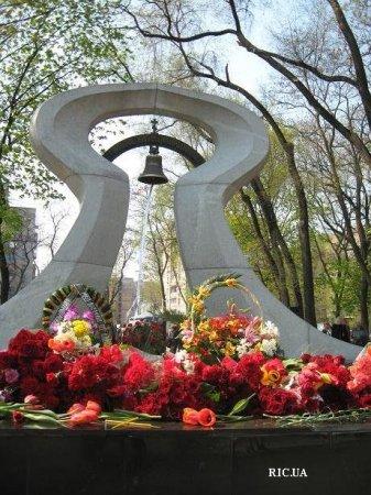 День памяти Чернобыля - 25 лет.